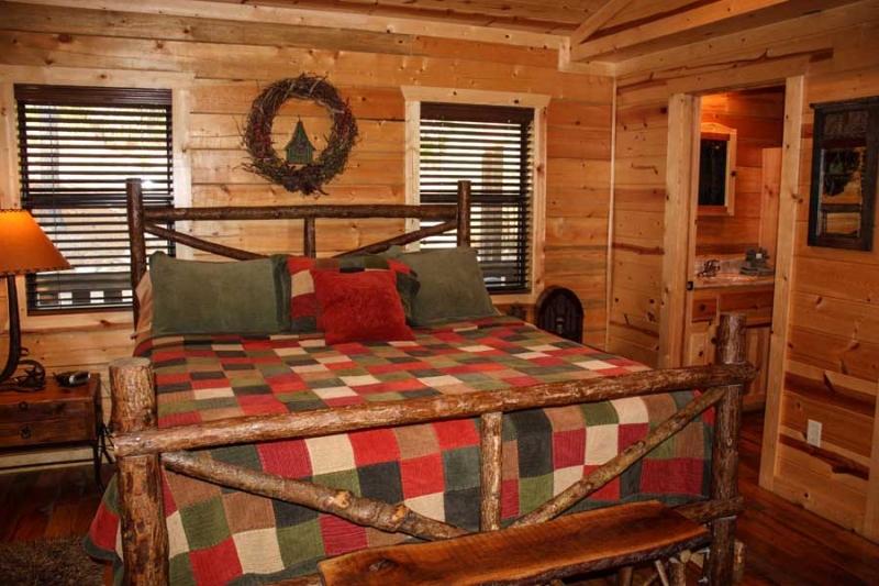 Beavers Bend Lodging Bedroom1