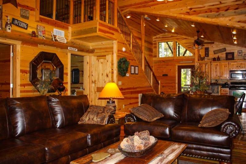 Beavers Bend Lodging Living Room2